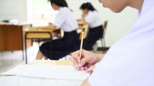 英語のセンター試験を受ける学生