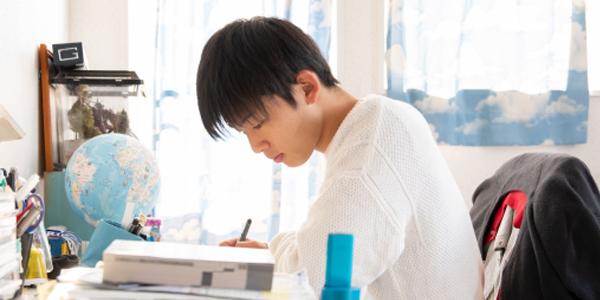 男子高校生 勉強